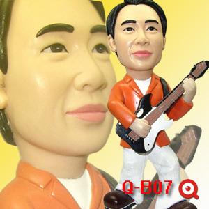 Q-B07-彈吉他男孩公仔